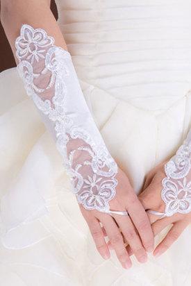 Атласные перчатки с вышивкой белые