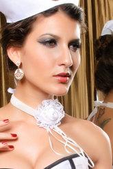 Зайчики и Кошки - Белое ожерелье готическая роза