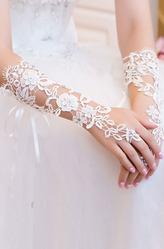 Перчатки и боа - Белые перчатки с кружевом
